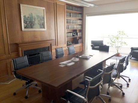 Venta  Centro Edificio De Estilo. Ideal Estudio U Oficina.