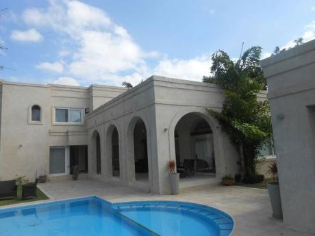En El Urubo, Hermosa Casa En Venta O Alquiler. Amoblada O Sin Amoblar