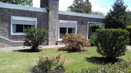 Casa De 3 Dormitorios En Lomas De Solymar A Metros Del Mar