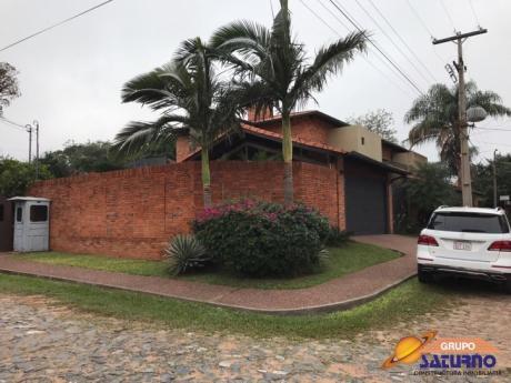 Coqueta Casa En Barrio Mburucuya De Asuncion