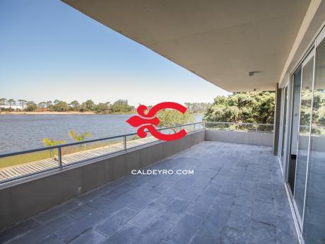 Apartamento En Excelente Complejo Contra Lago Ref.: 4128