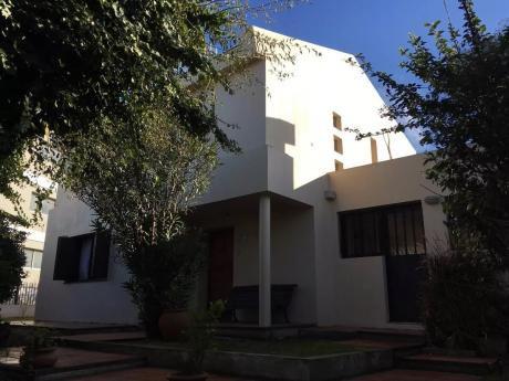 Dueño Vende Amplia Casa En Colonia Del Sacramento