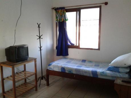 Habitación Amoblada Bs. 900 Cerca De La Gobernación