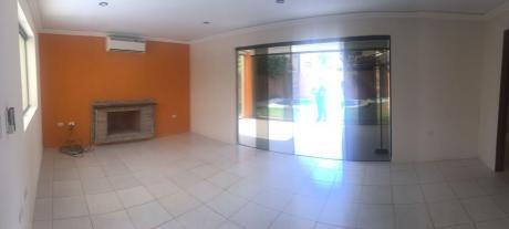 Alquilo Amplia Casa C/ Piscina En Condominio / Luque