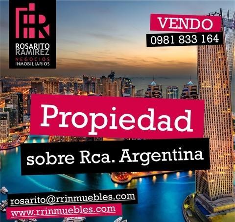 Unica En Esquina Sobre Rca. Argentina A Pasos Del Shop. Mcal. Lopez