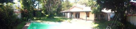 Hermosa Casa De Una Planta En Los Laureles
