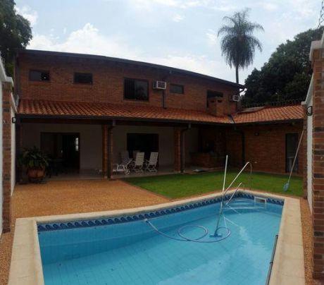 Espectacular Casa En Los Laureles/mcal.estigarribia