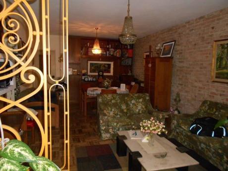 Casa A La Venta En Malvin  A 1 Cuadra De La Rambla