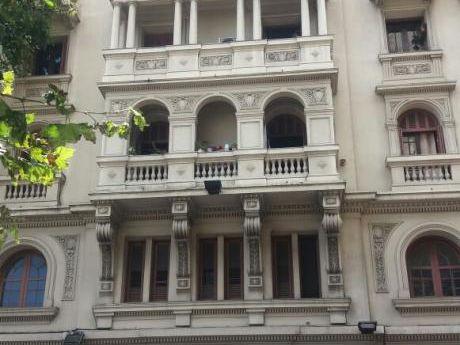 Edificio Espectacular. Apartamento De Buena Calidad A Reciclar