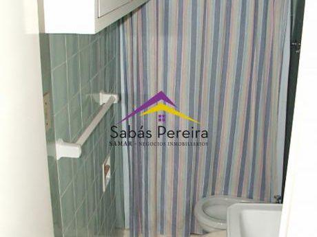 Apartamento 2 Dormitorios Sobre Playa Mansa, Cuenta Con Todos Los Servicios!