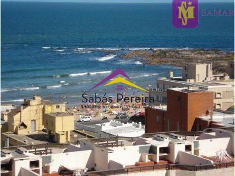 Apartamento Con 2 Dormitorios En La Península De Punta Del Este Sobre Gorlero Con Hermosa Vista Hacia Playa Mansa Y Brava.