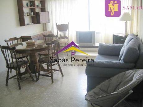 Apartamento 1 Dormitorio Ubicado En La Península, Pleno Centro De Punta Del Este.