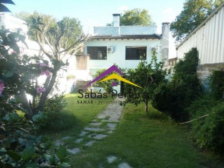 Cómoda Casa De 4 Dormitorios Ubicada En Punta Gorda!
