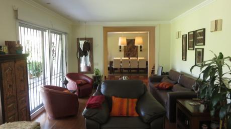 Amplia Casa Con Mucha Seguridad En Carrasco. 4 Dorm + Serv. Piscina