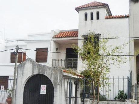 Venta Casa En Tres Cruces 6 Dormitorios 3 Baños Garaje Fondo
