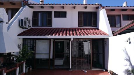 En Venta Casa Con Excelentes Posibilidades De Construccion