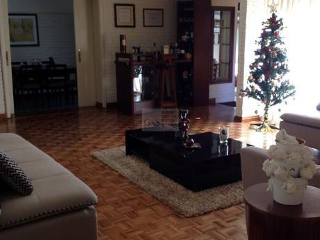 Casa De 3 Dormitorios En Carrasco Sur
