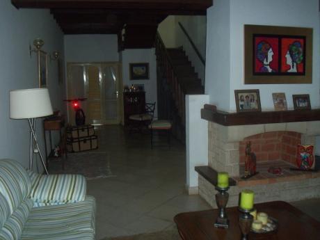 Vendo Casa De 2 Plantas  Zona Shopping Mcal Lopez