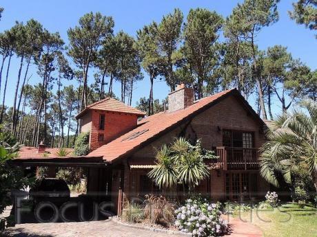 Excelente Casa Para Alquiler Anual Pinares, Con Piscina Y Casa De Huéspedes.