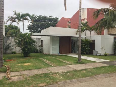 Alquiler O Venta De Bonita Casa En Condominio Cerrado La Hacienda 1
