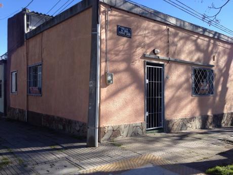 Casa Al Fte.2 O 3 Dormitorios.calle Manuel Rod.correa