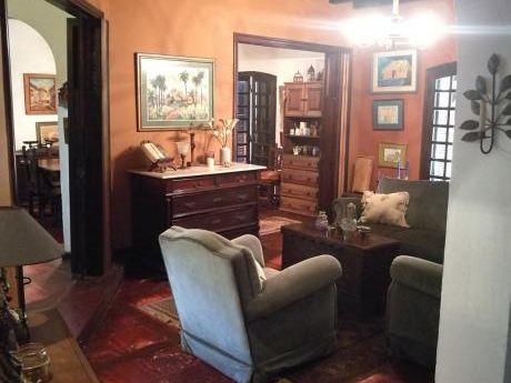 Alquilo Amplia Residencia Ideal Para Oficinas!!