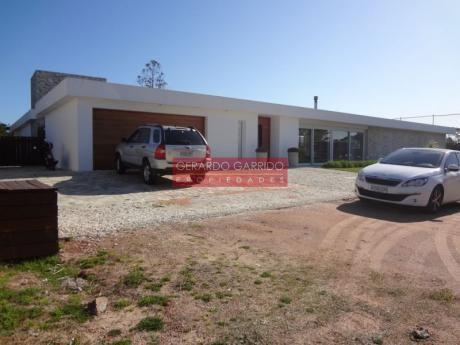 Venta de casas y chacras o campos con piscina en maldonado for Casa minimalista uy