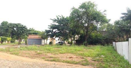 Propietario Vende Esquina, Zona Colegio Asuncion.