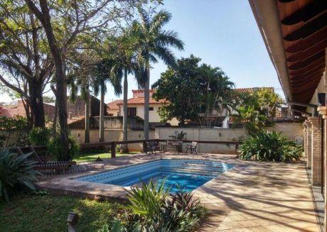 Residencia En Villa Morra