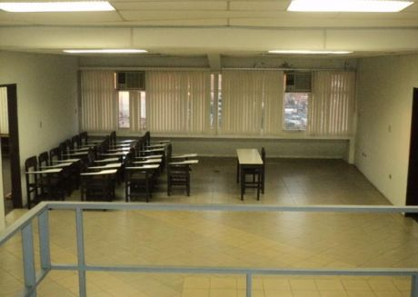Amplio  SalÓn Para Oficinas (call Center)
