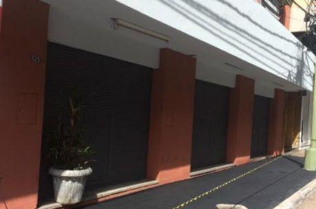 Amplios Salones De 140m2 Centrico, Zona Comercial.