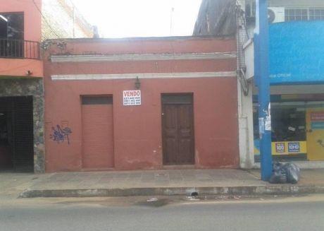 Casa Centrica  Ideal Para Todo Tipo De Comercio En Luque Sobre Avda Principal.