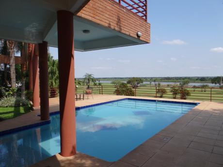 Hermosa Casa Sobre El Rio, En El Yacht Y Golf Club - Lambare