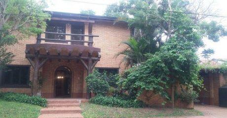 Casa Hermosa En Barrio Mburucuya