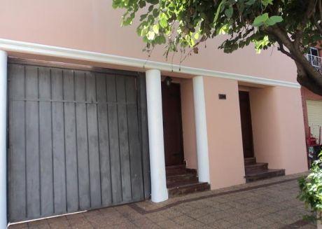 Una Casa Sobre Casanello Al Costado De La Iglesia San Vicente