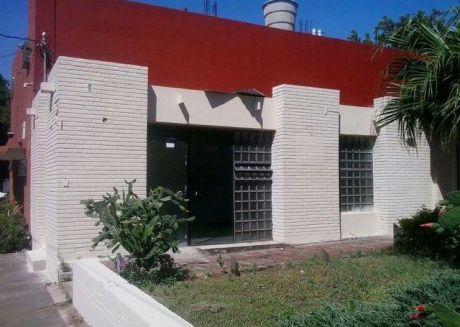 Una Casa En El Centro De San Lorenzo Sobre Saturio Rios