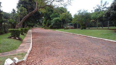 En Ruta 2 Capiata Km. 18 Zona Alamos A Una Cuadra De Av. Asfaltada 2 Terrenos Calle A Calle Y Residencial 81-728189