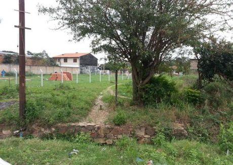 Vendo En Mariano Roque Alonso,  Zona Centro Terreno De 360 Mts2.