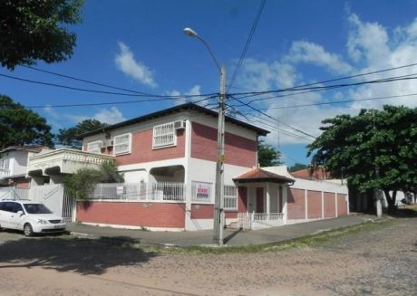 Hermosa Casa, Amplia, Sólida Y Funcional - Próximo A Venezuela Y Cervantes