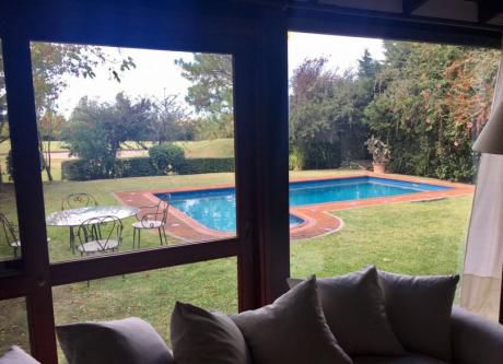 Casa En Venta Lomas De La Tahona 2 Dormitorios Con Piscina