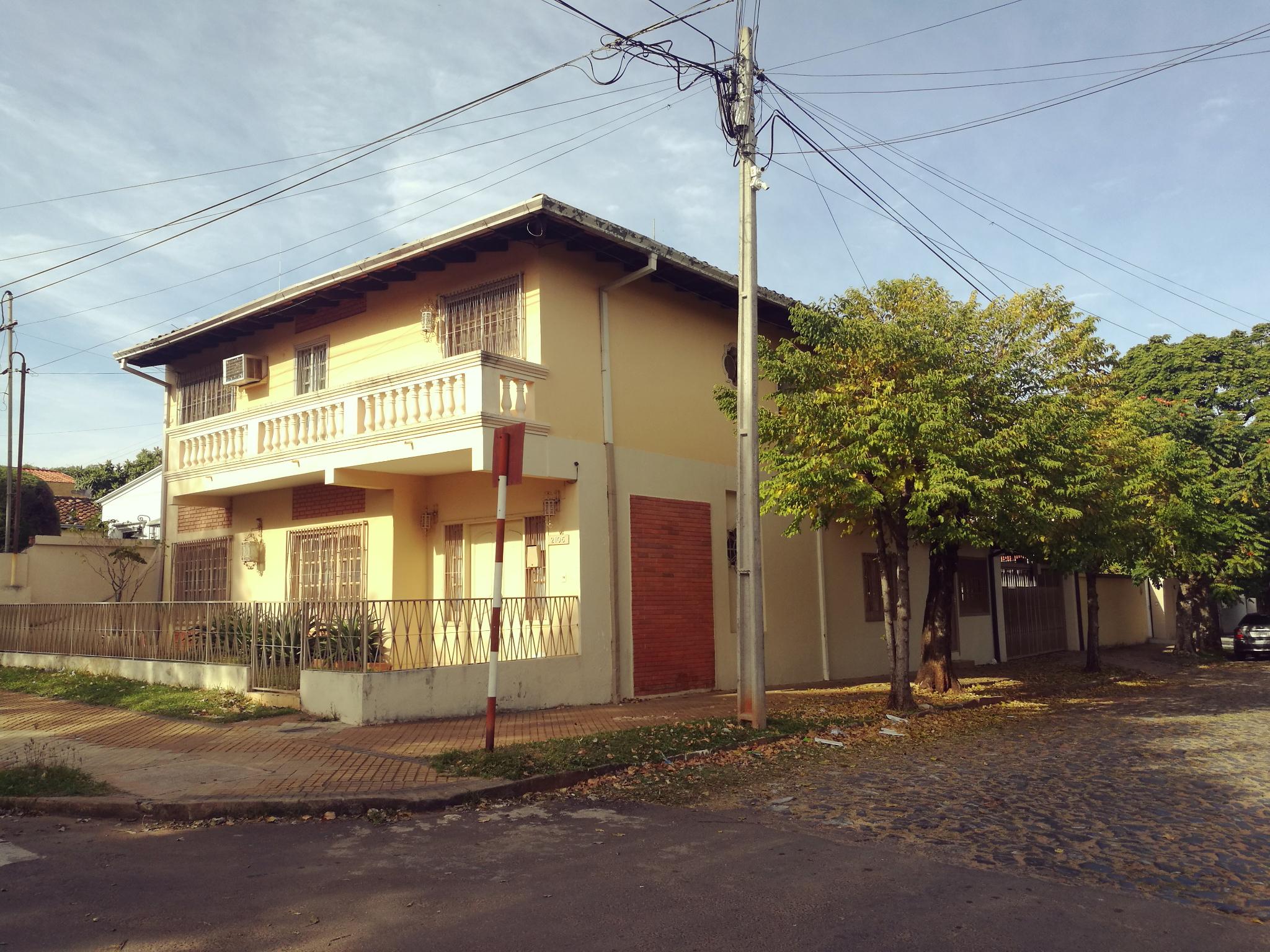 Vendo Casa En Esquina Barrio Herrera