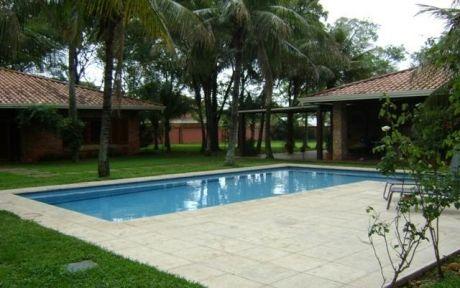 Alquilo Residencia En Barrio Herrera.