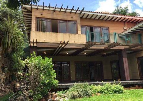 Vendo Imponente Residencia En Corazon Del Mangal