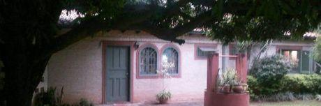 Vendo Casa A Metros De Mcal. Lopez, En Fdo. De La Mora