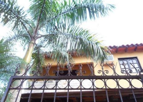 Vendo Casa De Dos Plantas En Lambaré