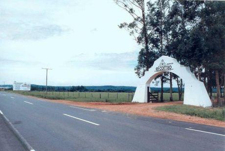 El Cortijo....camino A Sanber , Sobre La Avenida Principal De Entrada A 2kms De La Ruta Gral Morinigo