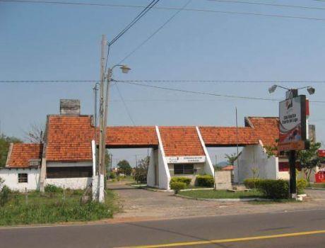 En La Urbanizacion Puerta Del Lago, Un Lote De 770m2., A 200mts. Del Asfaltado.