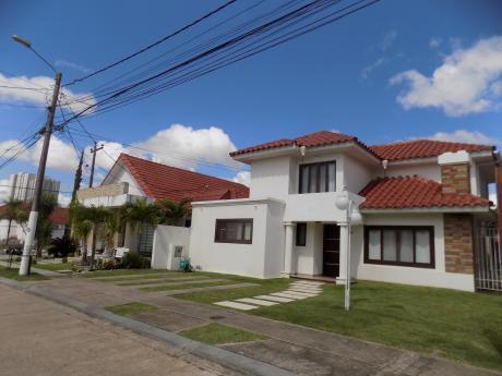 Casa En Venta, Condominio Génesis, Av. Banzer 7mo Anillo