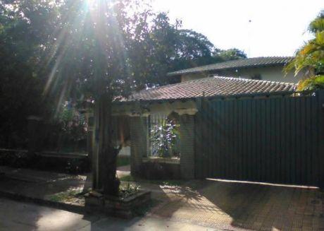 Alquilo Hermosa Casa Con Piscina En Mburucuya - Zona Mansión Stroessner