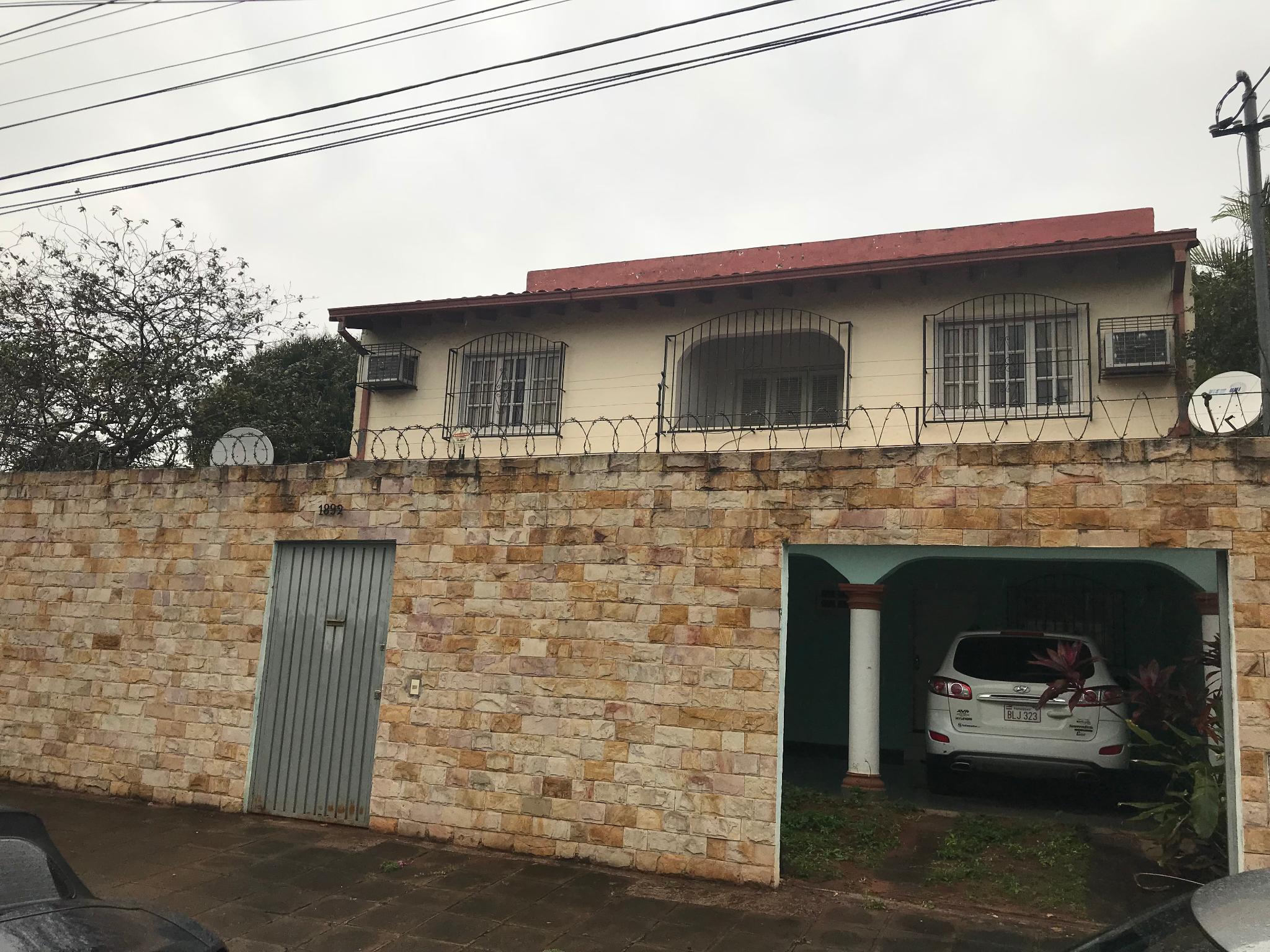 VENDO V-111 Hermosa Casa Amoblada por viaje - Barrio Nazareth